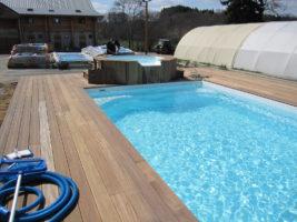 Spa à débordement et piscine